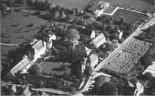 abb. 166 166 heitersheim. luftbild des malteserschlosses von südwesten (denkmalpflege luftbildarchiv).